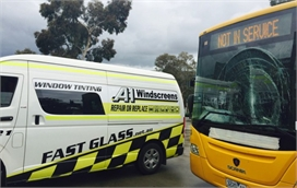 On-site Bus Windscreen Crack Replacement